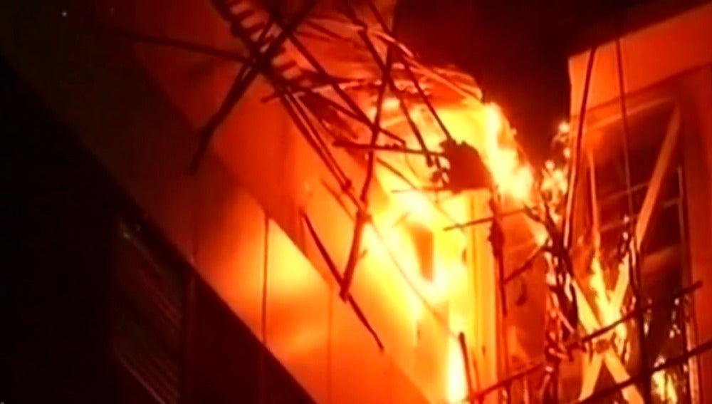 Al menos 14 muertos por un incendio en un restaurante en Bombay