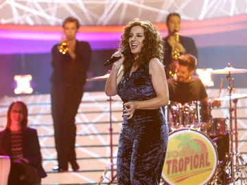 Llum Barrera llega al 'Concierto de Año Nuevo' de 'TCMS' 'Abriendo puertas' como Gloria Estefan