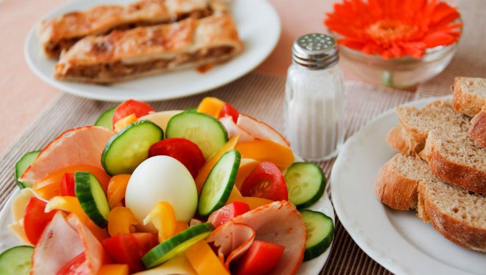 Verduras, pan integral...