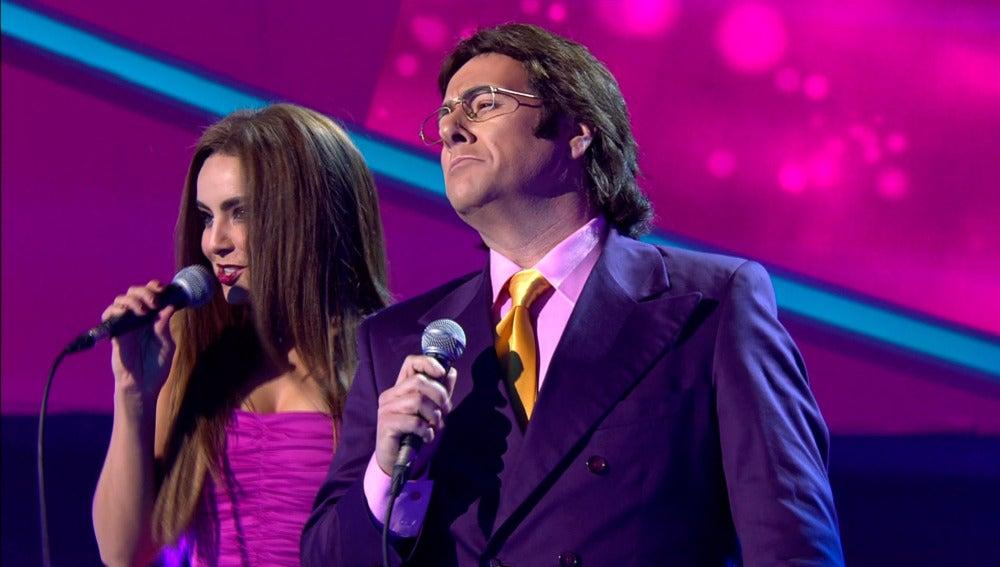 Carlos Latre y Chenoa llenan el 'Concierto de Año Nuevo' de plena 'Felicidad' como Romina y Albano