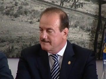 Un alcalde reconoce que suplantó a su hijo en unas oposiciones