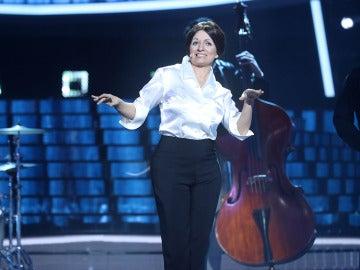 Silvia Abril nos transporta a la Italia más alegre con 'Tintarella di luna' de Mina