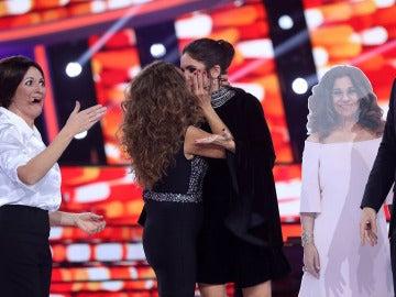 Lolita sorprende a su hija Elena Furiase en el 'Concierto de año nuevo' de 'Tu cara me suena'