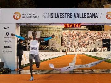 Kiptanui ganando la San Silvestre 2017