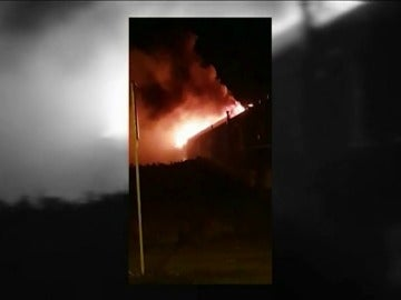 Un incendio afecta a cinco viviendas de una urbanización en Cigales, Valladolid