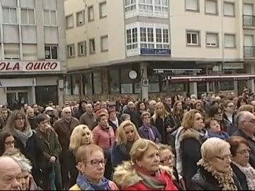 Multitudinaria concentración en Rianxo en repulsa por el crimen de Diana Quer