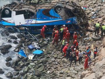 Caída de autobús a acantilado en el norte de Lima