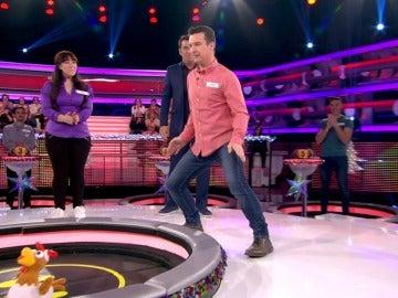 Aitor sorprende con sus pasos de baile al más puro estilo de Michael Jackson