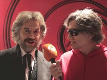 Santiago Segura y David Fernández lo dan todo en el 'Concierto de Año Nuevo' de 'Tu cara me suena'