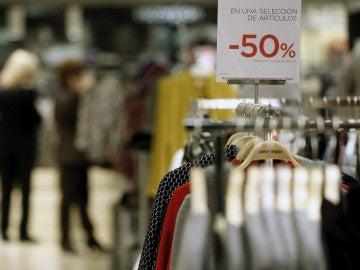 Imagen de archivo de rebajas en la venta de ropa