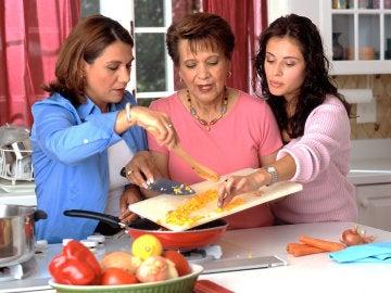 Las mujeres cocinando... ¿y los hombres?