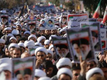 Decenas de miles de iraníes expresan su apoyo a la República Islámica