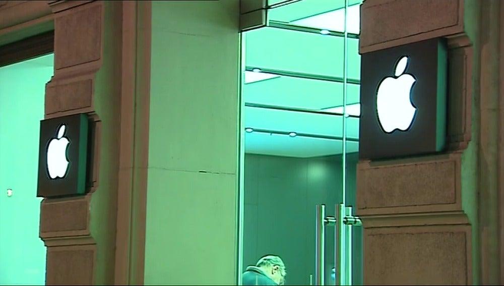 Explota la batería de un Iphone en el taller de la tienda Apple de Valencia