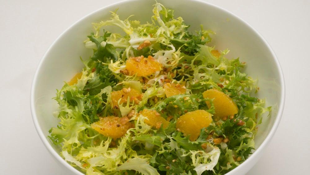 Ensalada de escarola, naranja y maiz