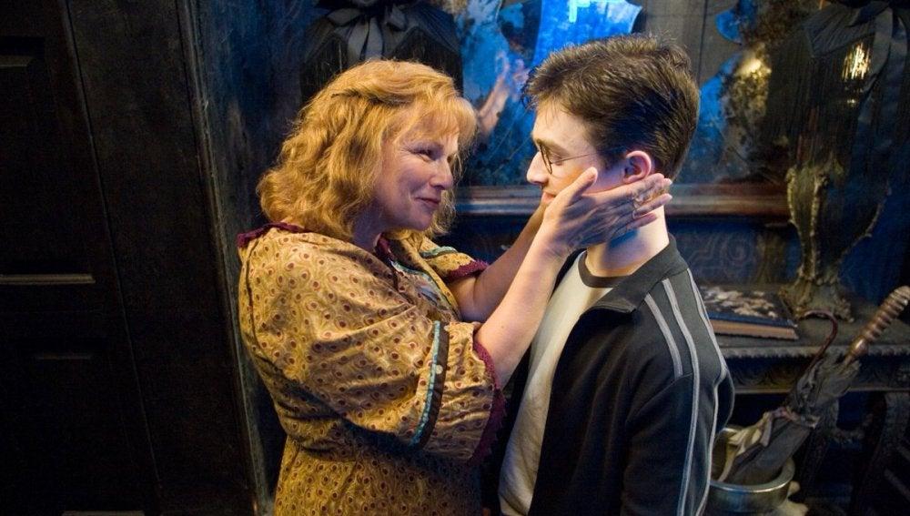 Molly Weasley adora a su yerno Harry Potter