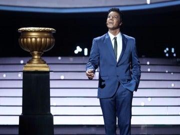 Miquel Fernández llega a nuestros corazones con 'When I fall in love' como Nat King Cole