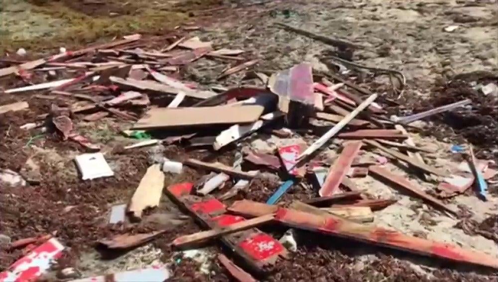 Buscan a 20 desaparecidos al hundirse una barca en Venezuela