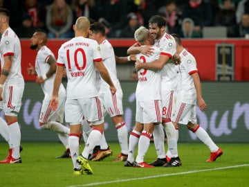 Javi Martínez celebra su gol ante el Leverkusen