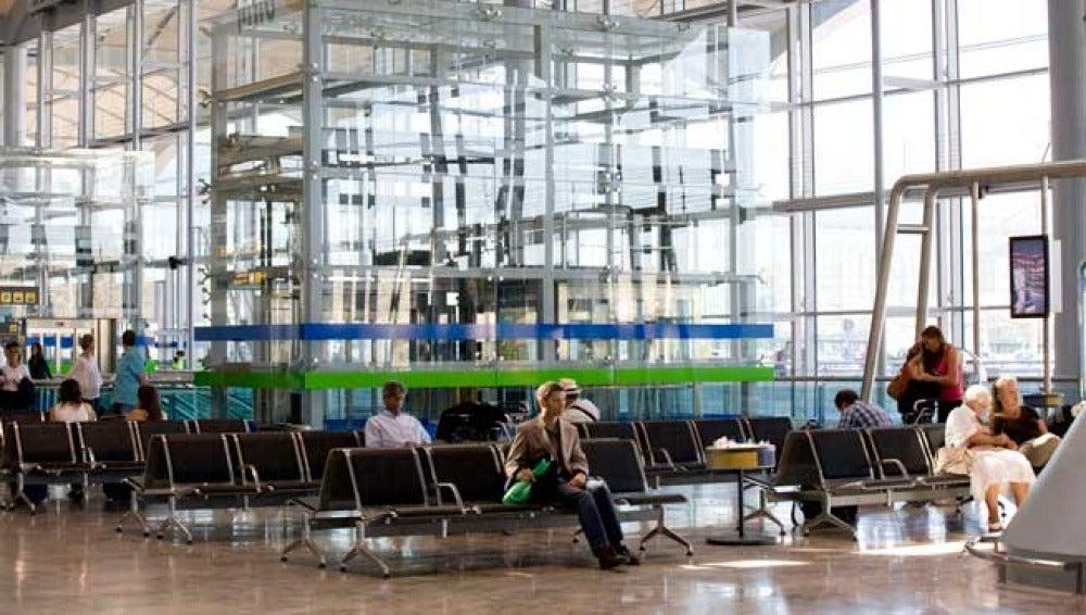 Pasajeros en el Aeropuerto Alicante-Elche