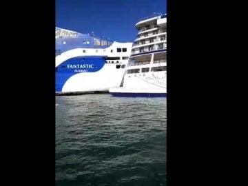 El ferry que ha colisionado con el crucero