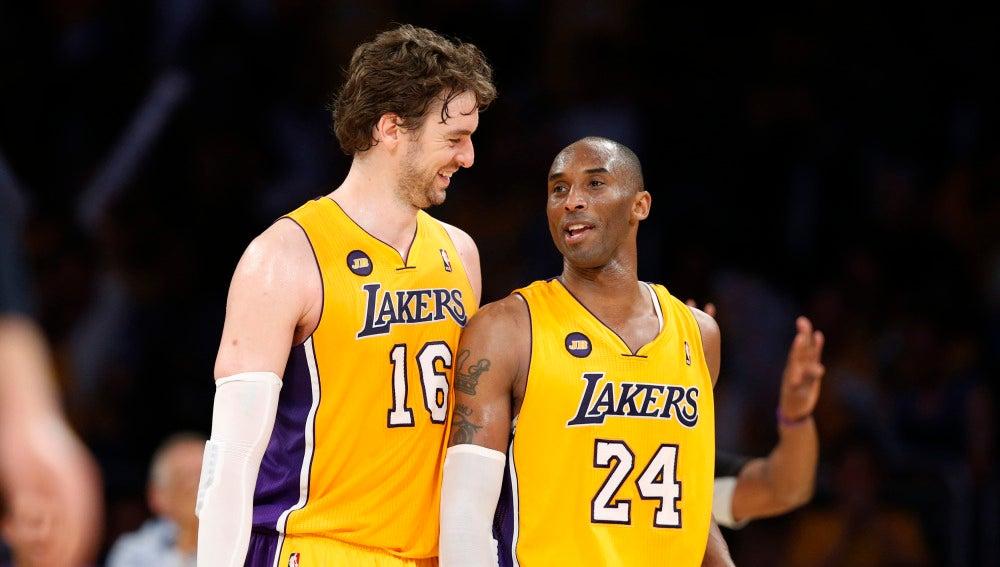 Pau Gasol y Kobe Bryant, durante un partido con los Lakers