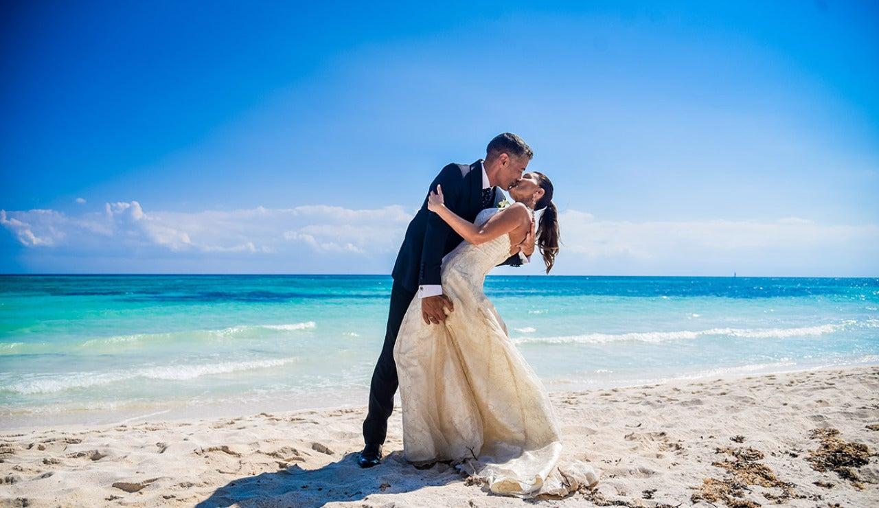 Los primeros besos de Julián y María José como recién casados