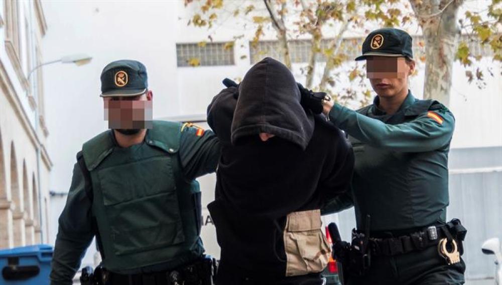 Prisión sin fianza para el detenido por matar a su padrastro