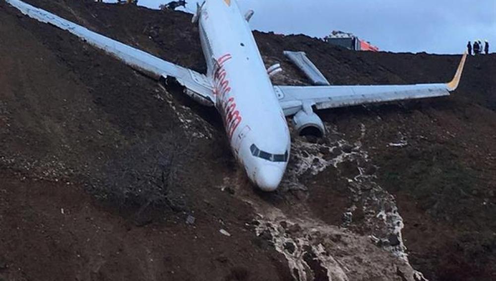 Antena 3 tv un avi n turco cae por un acantilado sin que ning n pasajero resulte herido - Que peut on emmener en avion ...