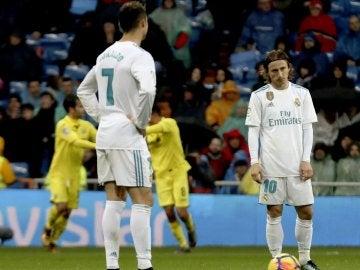 Cristiano y Modric se lamentan tras el gol del Villarreal