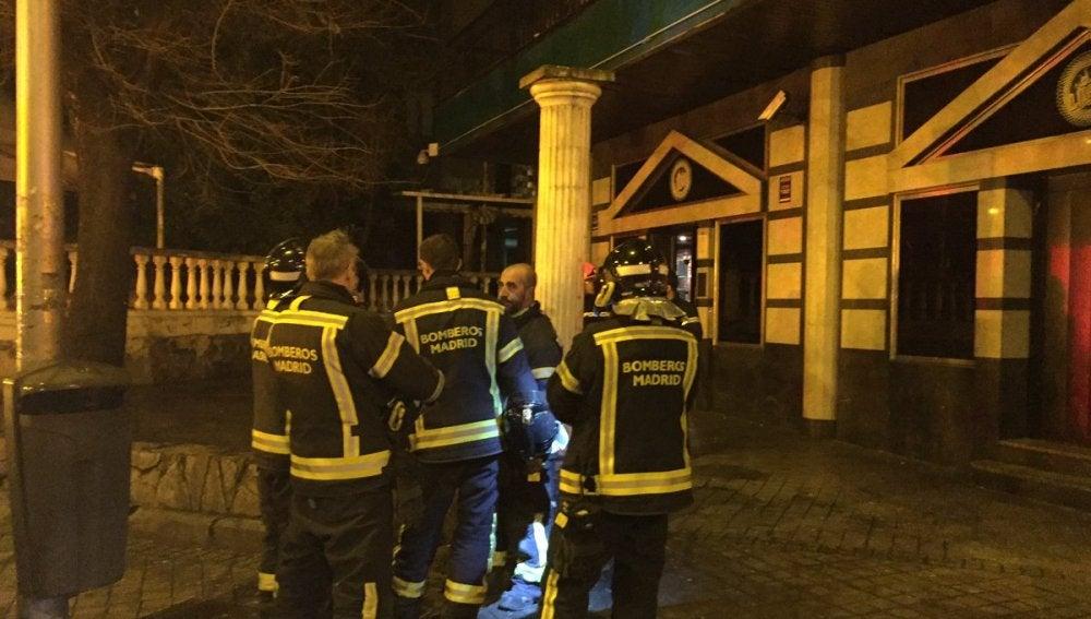 Los servicios de Emergencias a las puertas de la discoteca