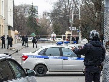 Policía rusa a las puertas de un colegio