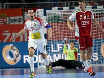 Adrián Figueras celebra un gol ante hungría