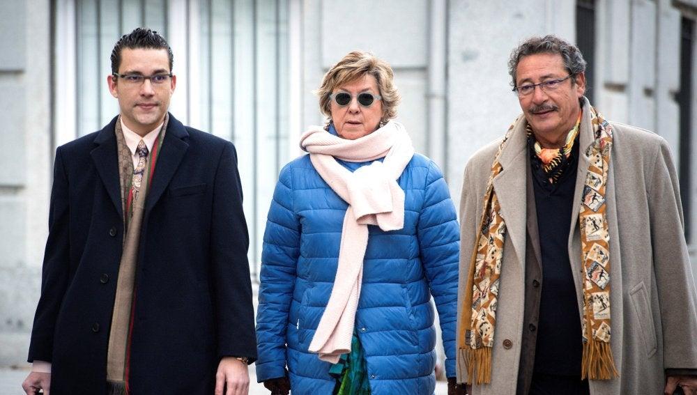 La senadora del PP y exalcaldesa de Cartagena Pilar Barreiro, acompañada de sus abogados