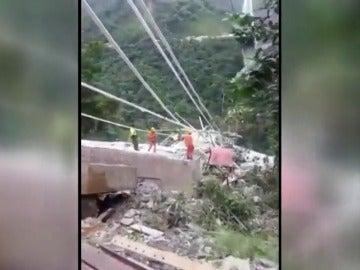 Siete muertos al derrumbarse un puente en Colombia