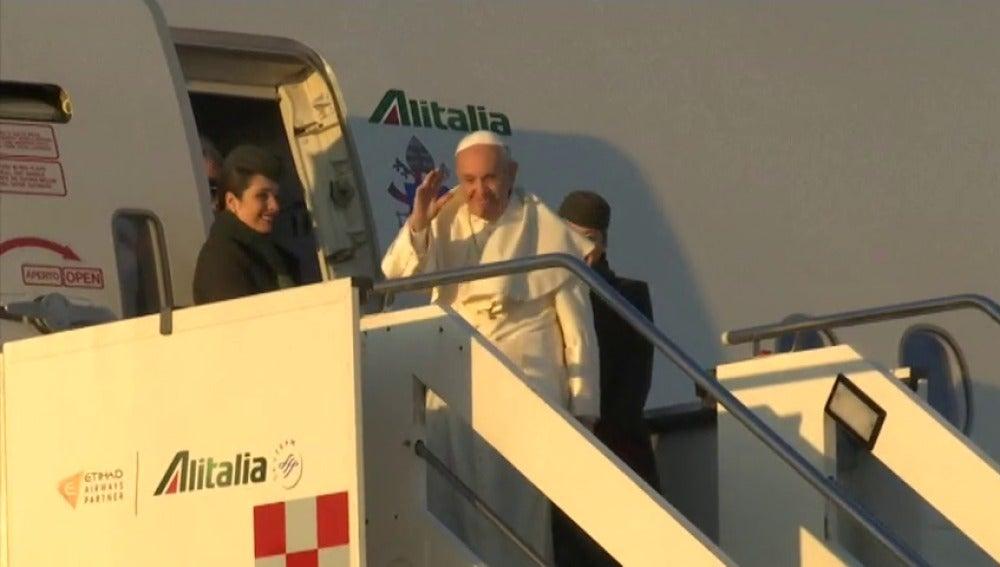 El papa Francisco emprendió su viaje a Chile y Perú