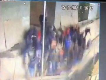 Al menos 28 heridos al hundirse el techo del vestíbulo del edificio que acoge la Bolsa de Yakarta
