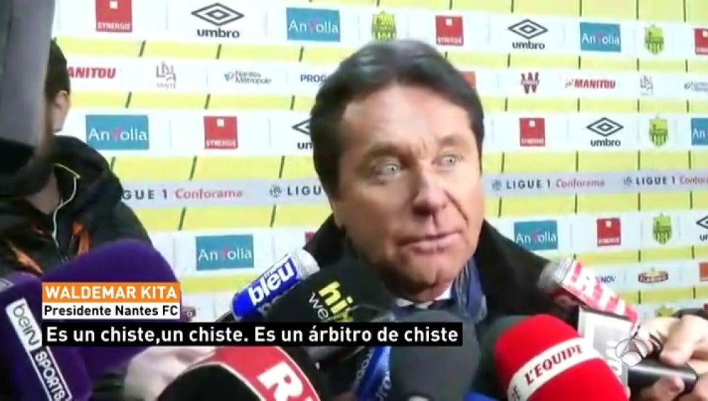 """El presidente del Nantes, sobre la patada de Chapron: """"Es un árbitro de chiste"""""""