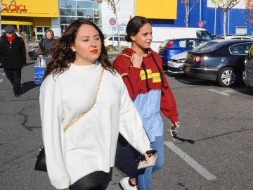 Rocío Flores y Gloria Camila