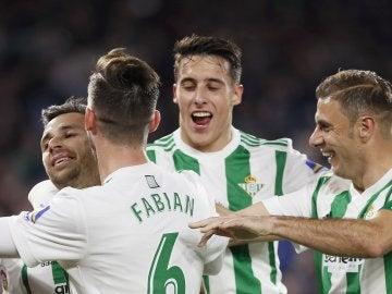 Los jugadores del Betis celebran el 3-2 ante el Leganés