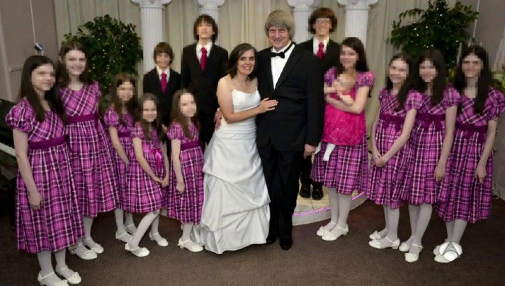 La pareja de California junto a sus 13 hijos