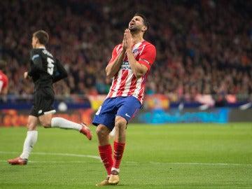 Diego Costa se lamenta en el partido ante el Sevilla