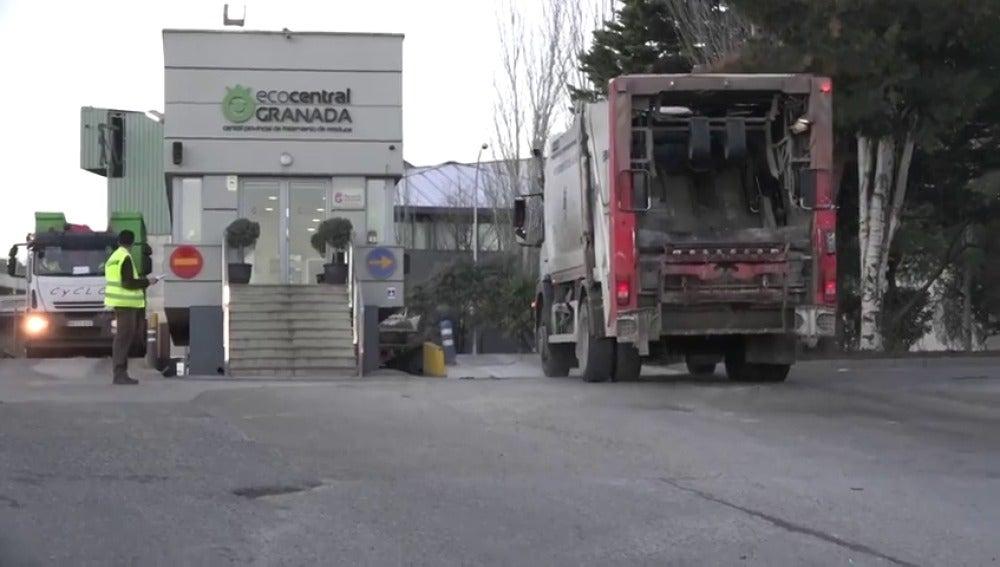 Hallan el cadáver de un recién nacido en la planta de reciclaje de basuras de Granada