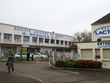 Lactalis retira en España 550.000 productos de la planta francesa que fabricó la leche contaminada
