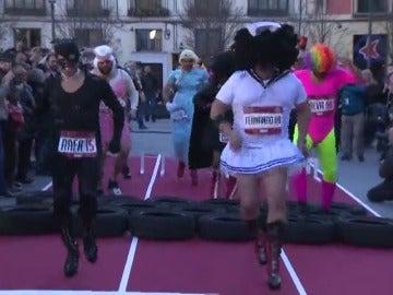 Madrid acoge una réplica del 'Mascarita pone tacón' del Carnaval de Tenerife con la carrera de una docena de hombres con tacones