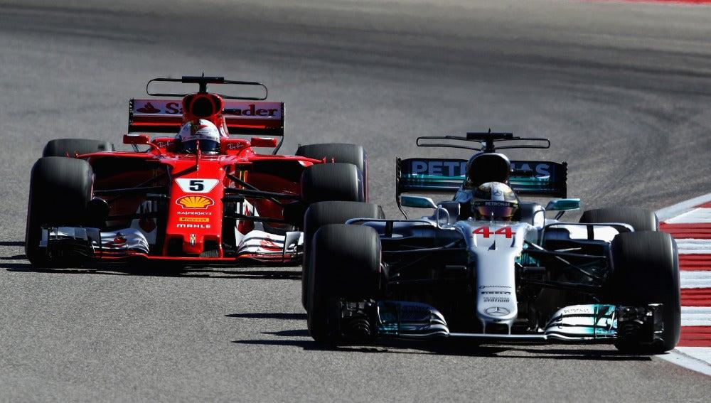 Hamilton y Vettel, durante el GP de Estados Unidos de 2017