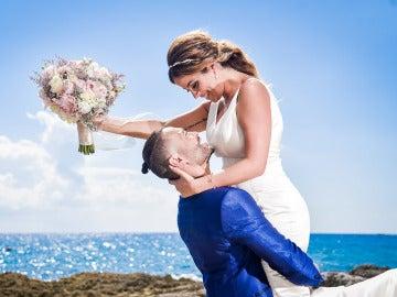 Dámaris y Gabriel posan encandilados como marido y mujer
