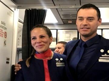 El papa casó a dos miembros de la tripulación en el avión hacia Perú