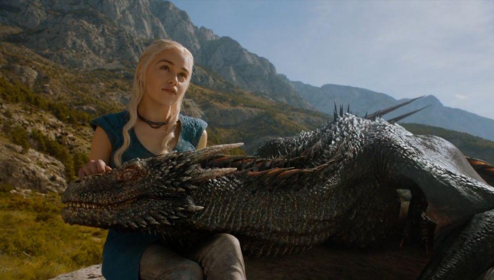 Daenerys Targaryen y sus dragones en 'Juego de Tronos'