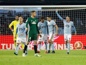 Iago Aspas celebra un gol con sus compañeros del Celta