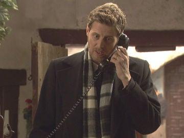 Nicolás recibe una llamada por el caso de la muerte de Mariana